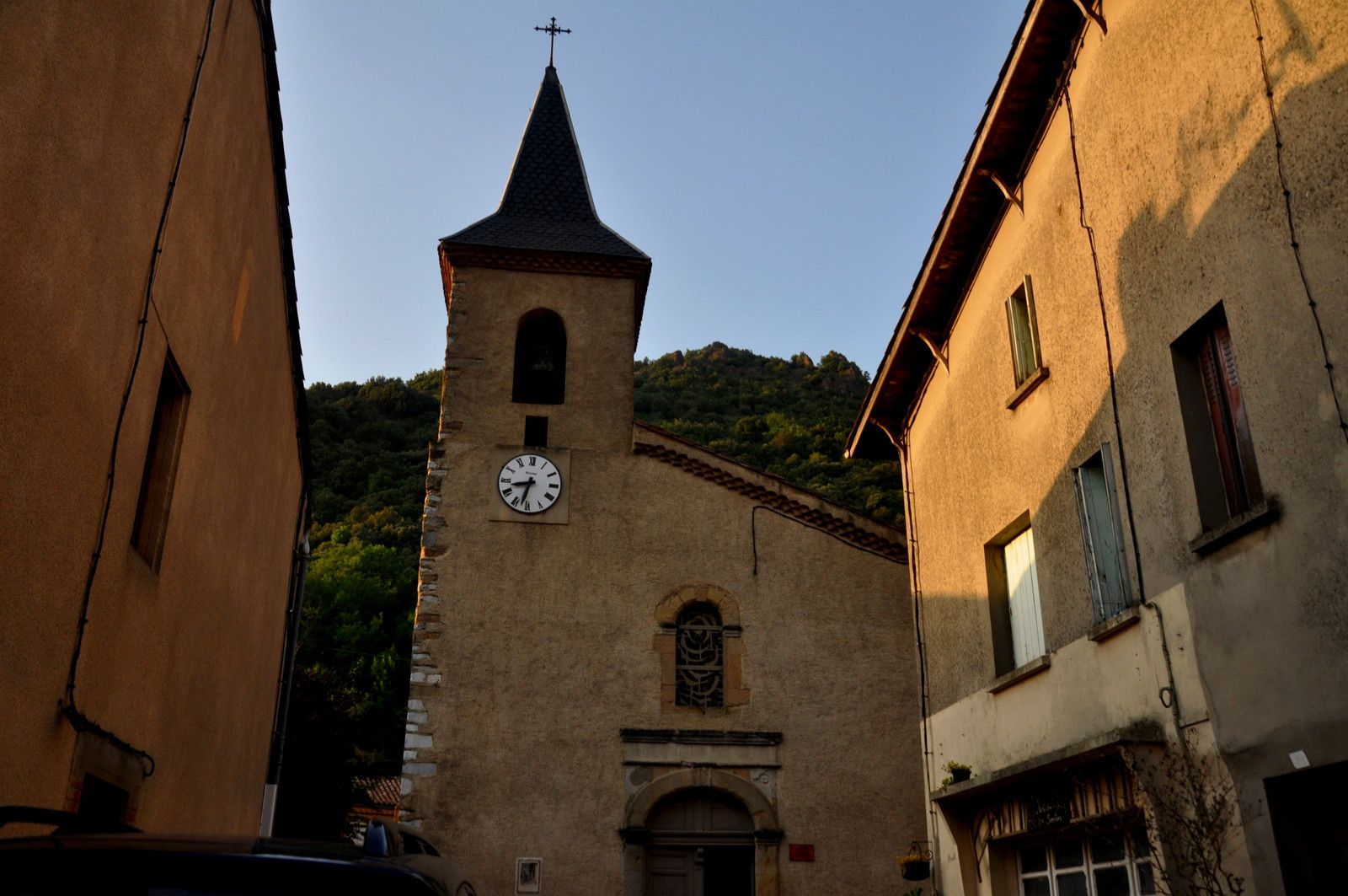 L'église est ouverte en ce jour de fête.