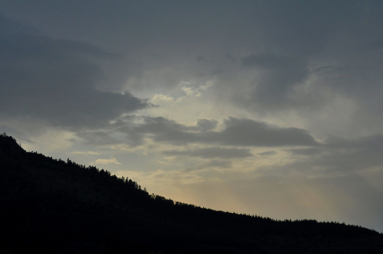 Soleil bas, la météo n'est pas terrible, mais c'est partie et ce sera long et un final photo météo de fabuleux.