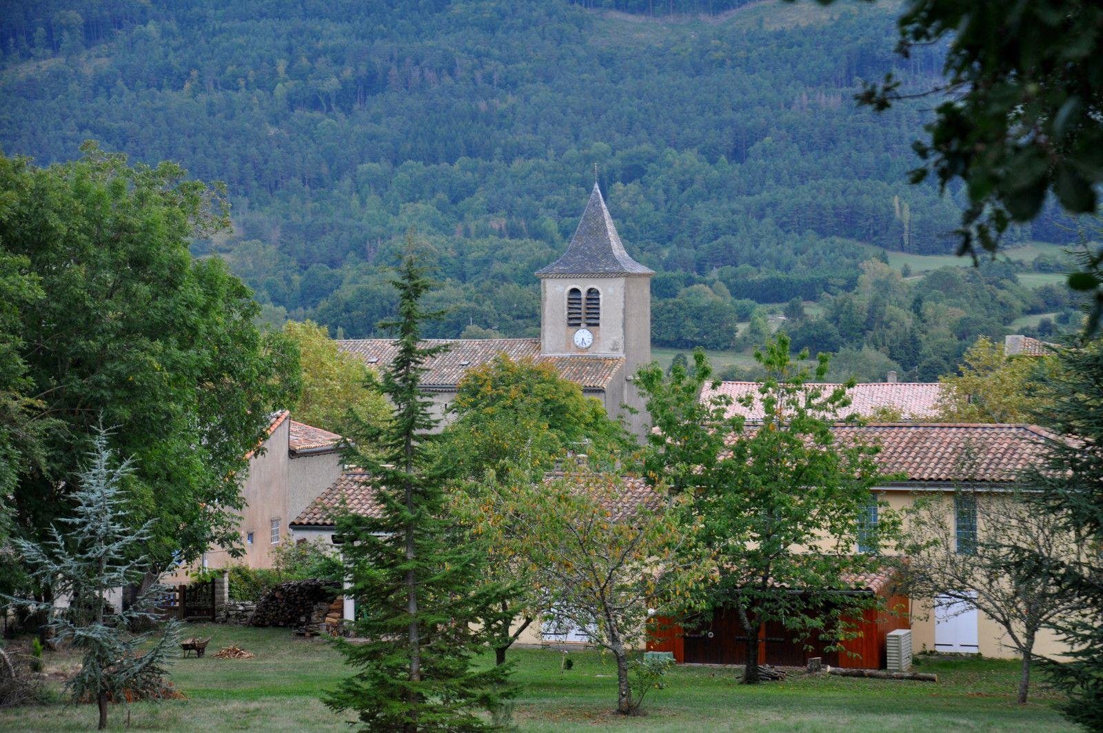 Avec la vue sur l'église.