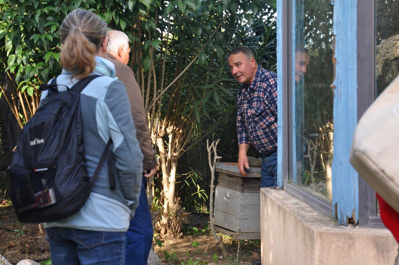 André Huguet qui explique les problèmes des abailles, malheureusement visible aujourd'hui
