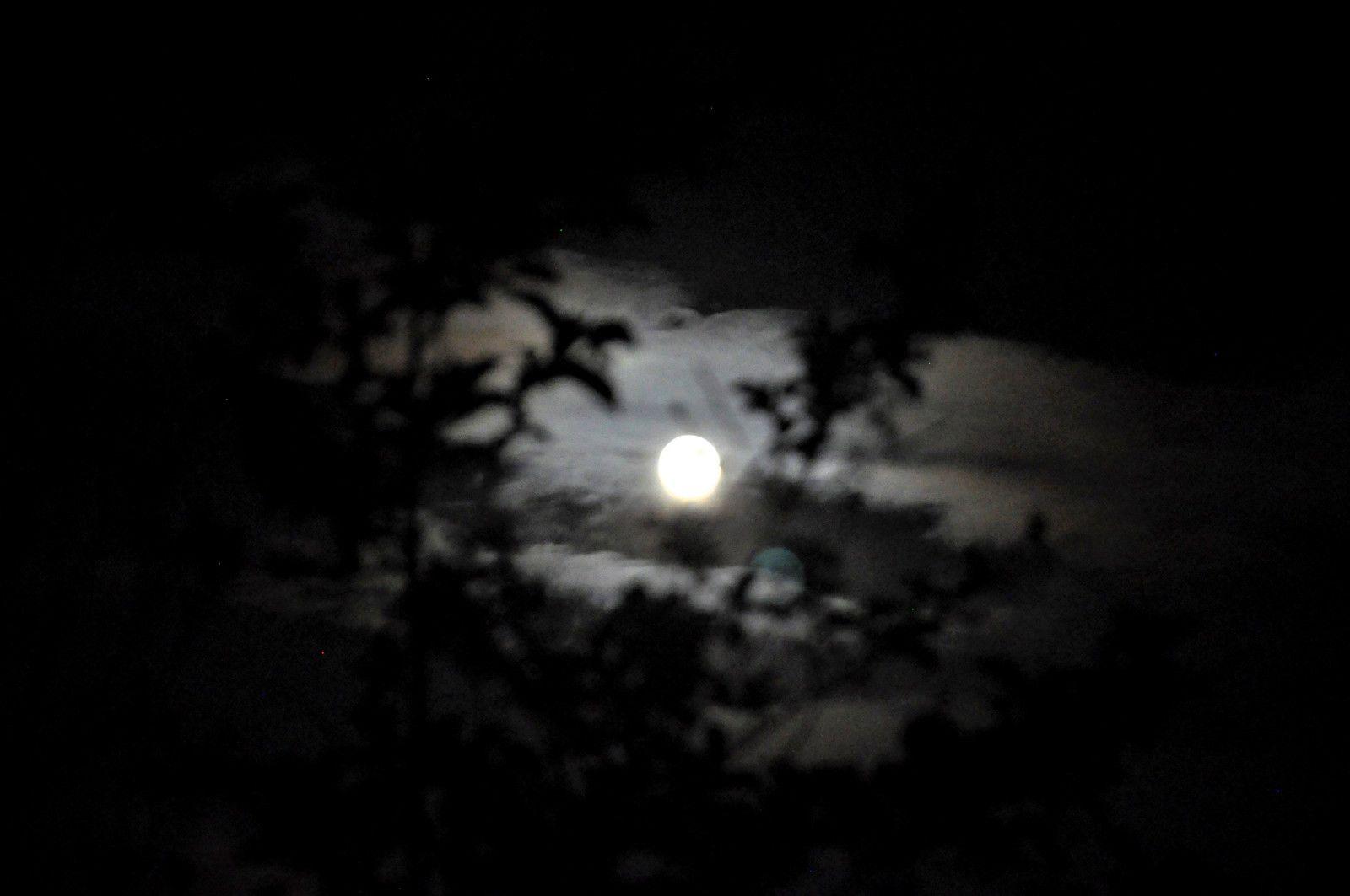 Petit jeu avec la lune.