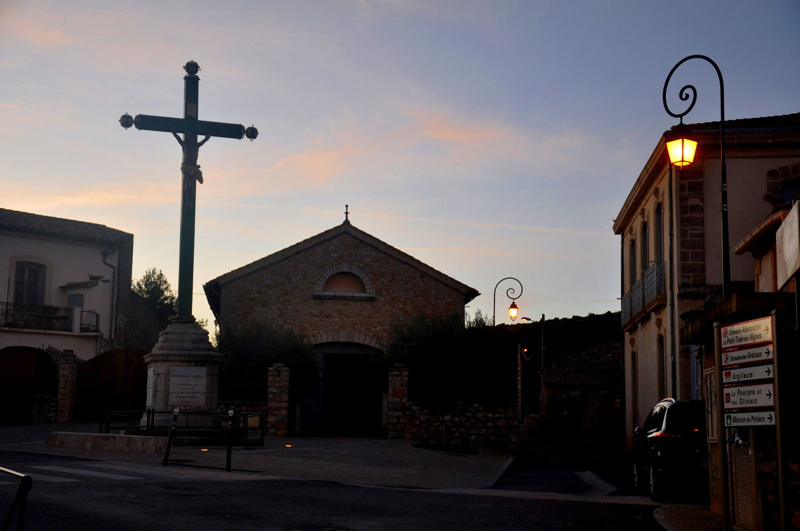 A la grande croix.