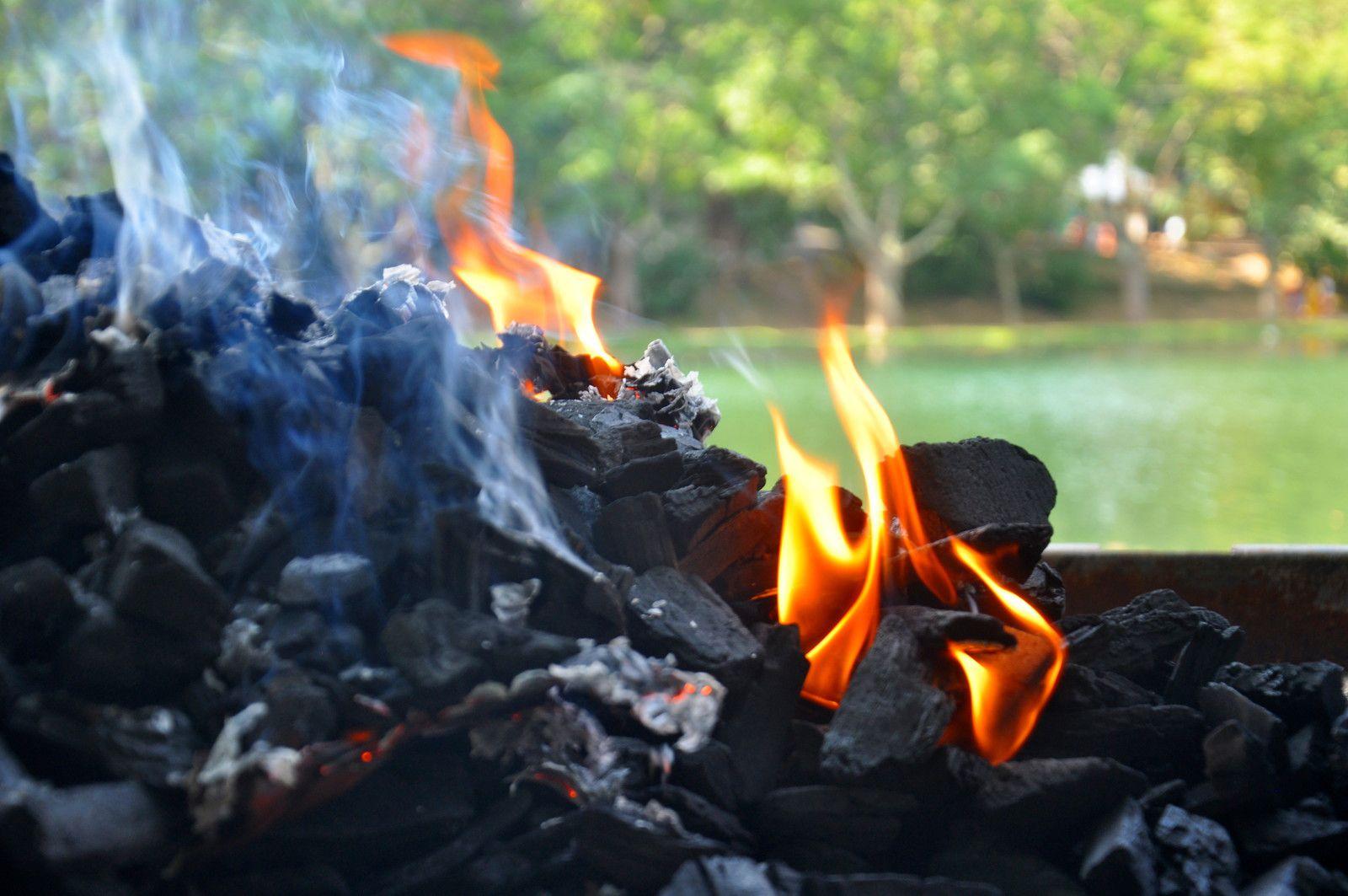 Le feu est allumé.