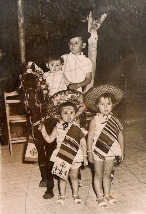 Niños en el caballito de la feria