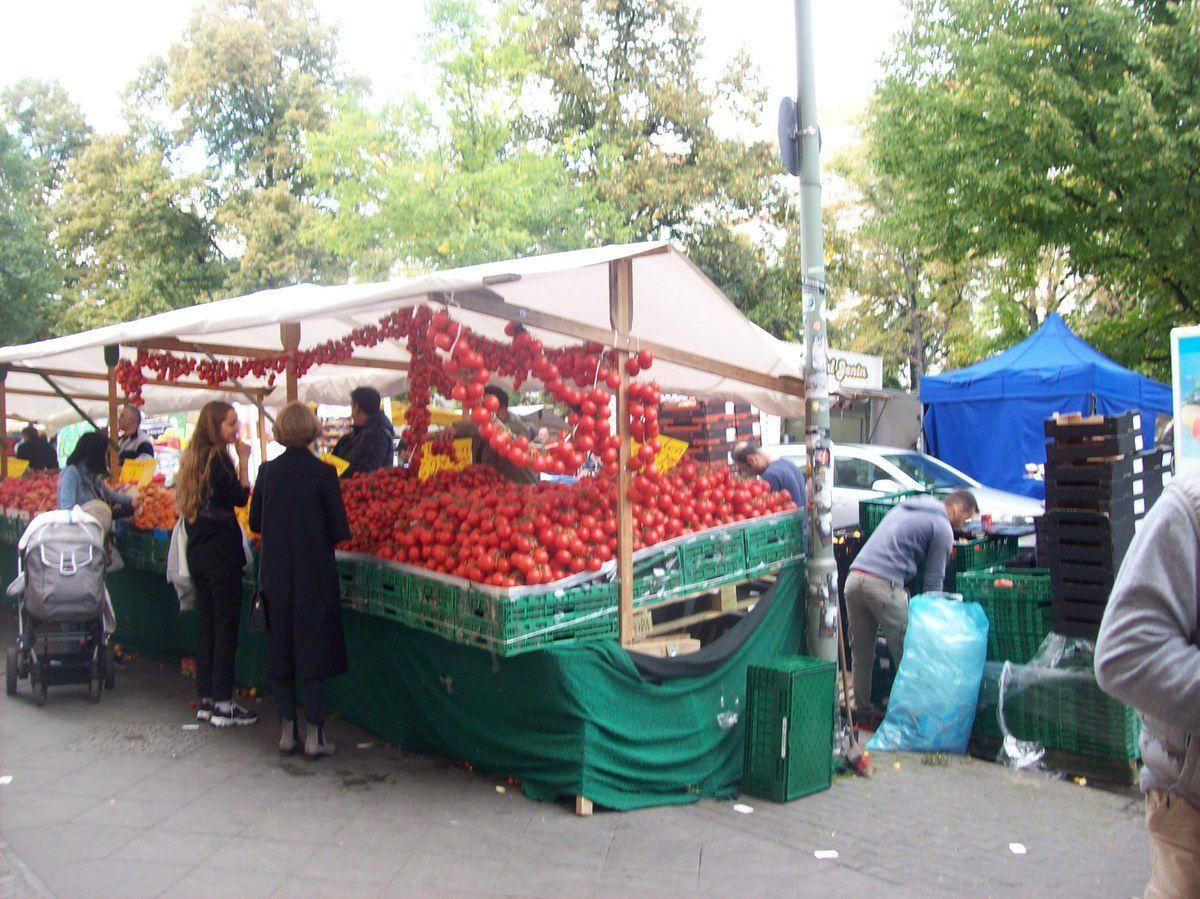 Auf dem Wochenmarkt am Maybachufer