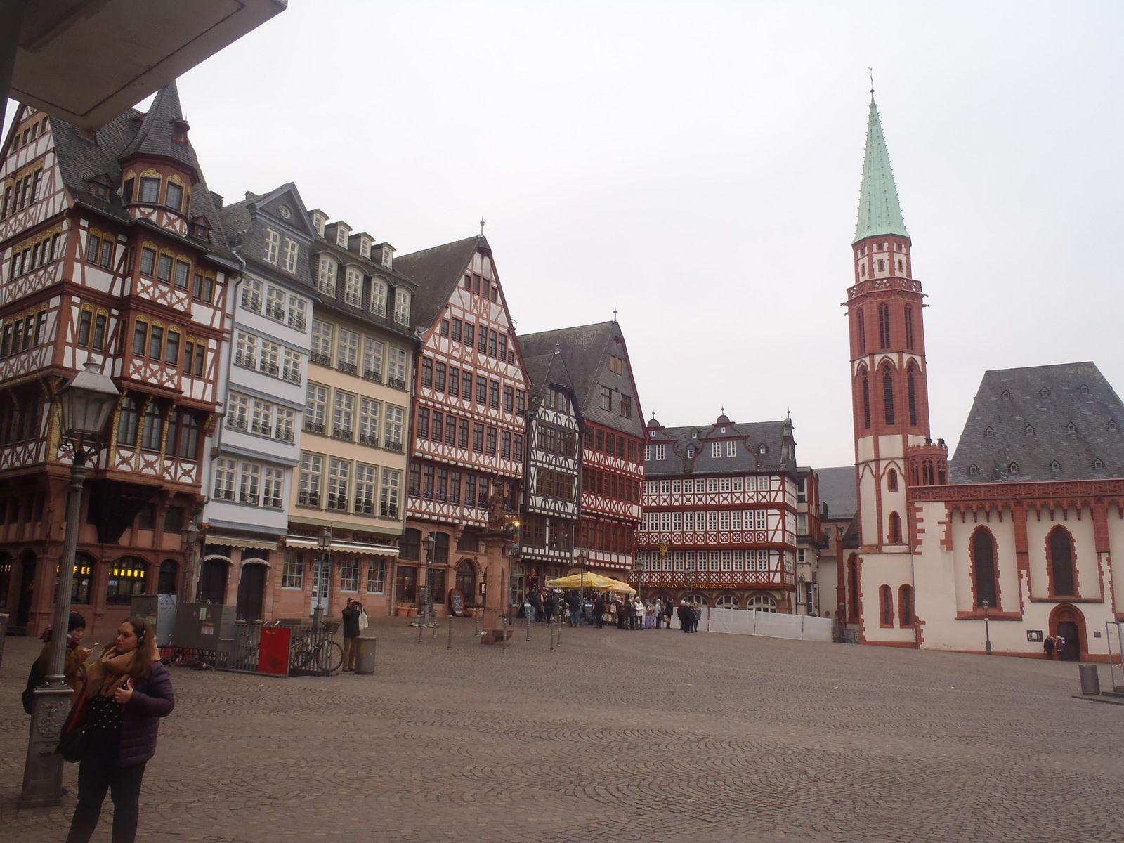 Frankfurt/Main, Singapur, Ceningan, Lembongan und Penida...