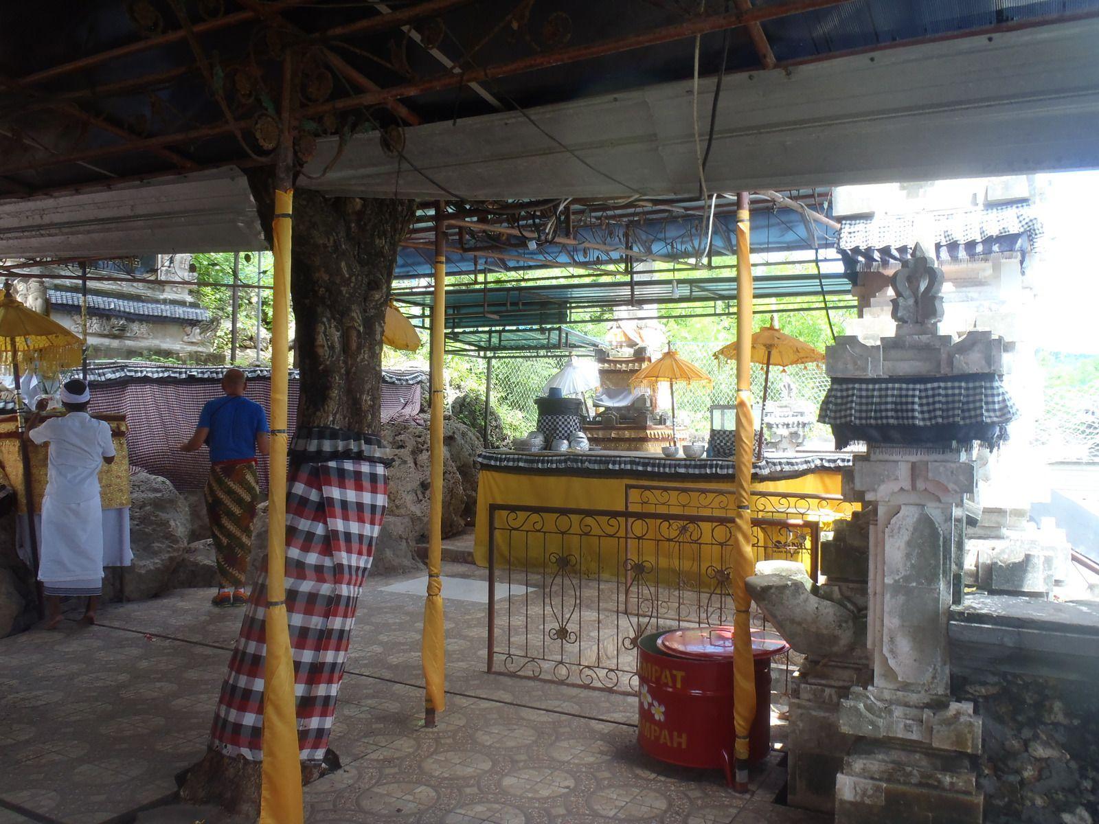 Besuch des Goa Giri Putri Tempels, Nusa Penida
