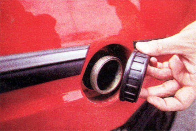 Tanque. A rosca sin llave. Cuidado con los ladrones de nafta...