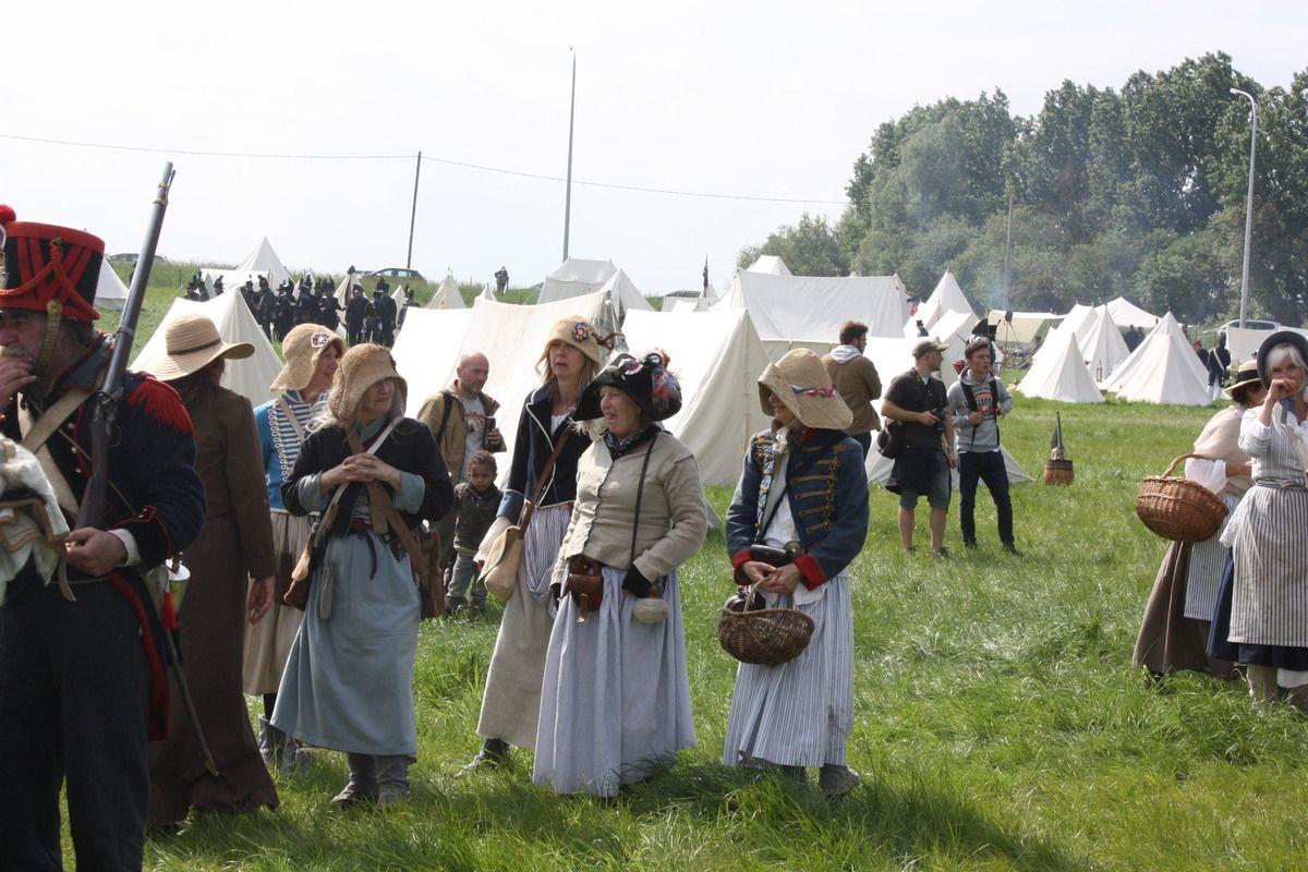 Visite du bivouac qui était installé à la ferme de Gémioncourt .