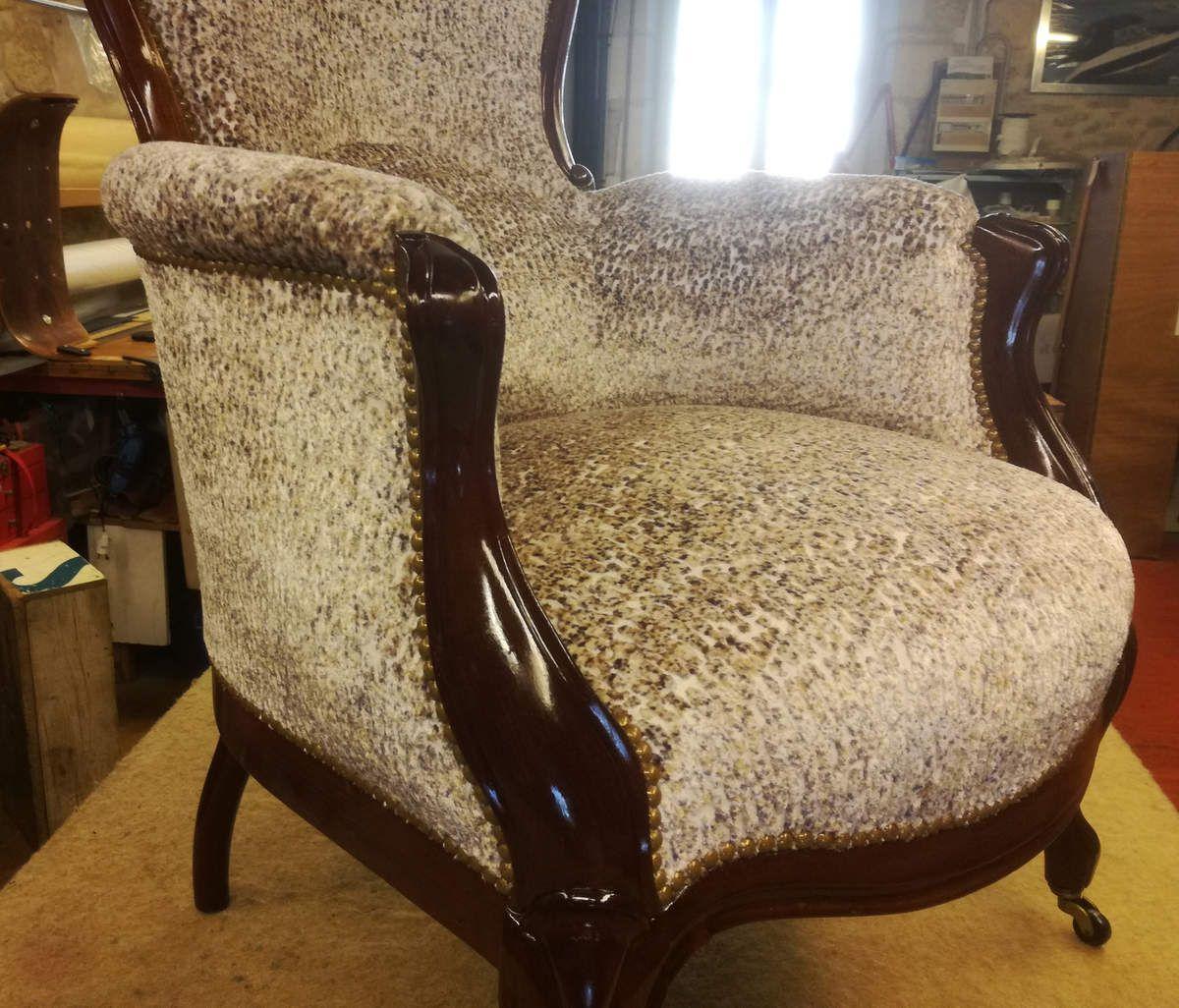 Réfection et vernissage d'un fauteuil Pompadour en acajou
