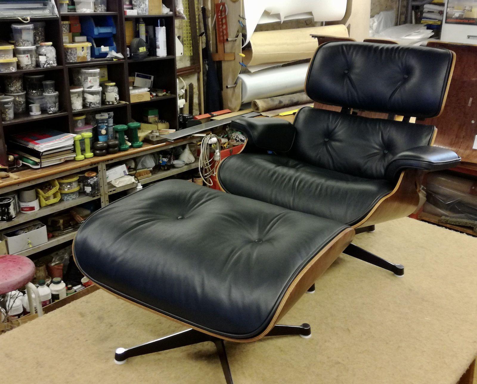Philippe hafner, tapissier sellier. Spécialiste de la restauration de sièges Vintage eames. Cuir qualité d'origine légèrement satiné.