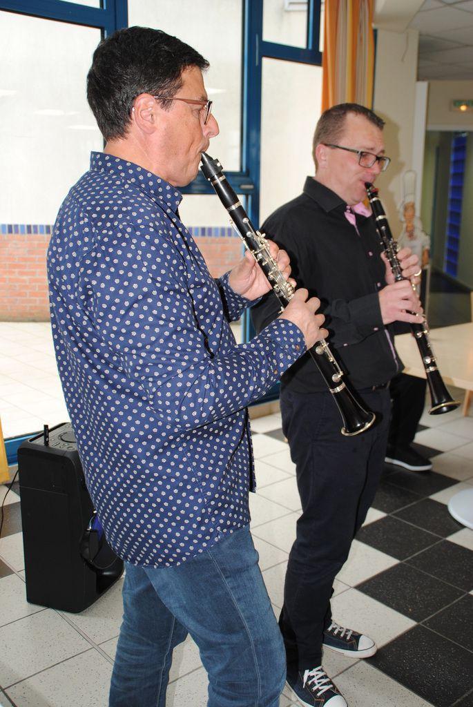 Jeudi 24 mai . Après midi . Duo de Clarinettes à l'Hepad Jacques Cartier de Vimy ... Nicolas : Professeur de l'Ecole de Musique . Michel : Membre de l'Harmonie Libre ...