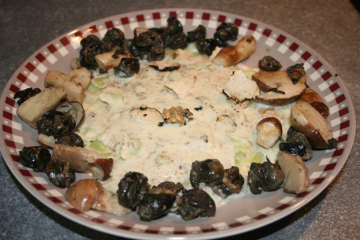 Ravioles de Royans à la crème de truffe blanche d'été et sa tombée d'escargots de Bourgogne aux petits cèpes