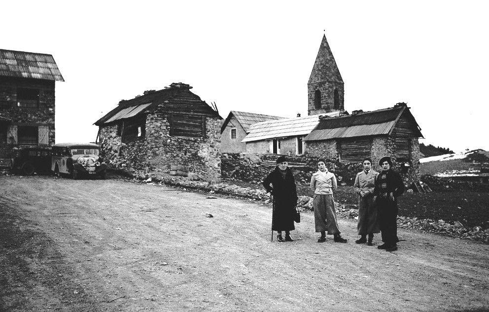 Tinée et vésubie au fil du temps : Auron , L' église Saint Erige