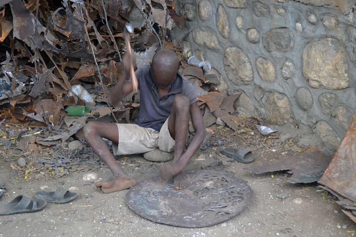 HAITI _ LES ARTISTES FORGERONS -ARTISANS _