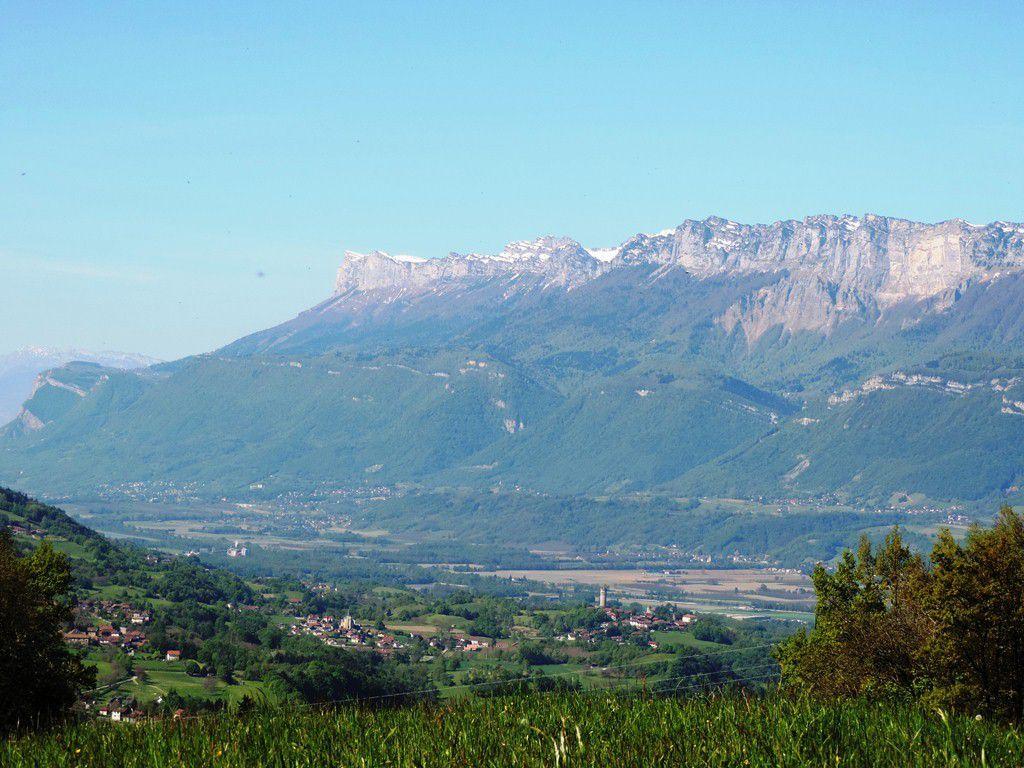 Vue sur la vallée du Grésivaudan et la chaîne de la Chartreuse