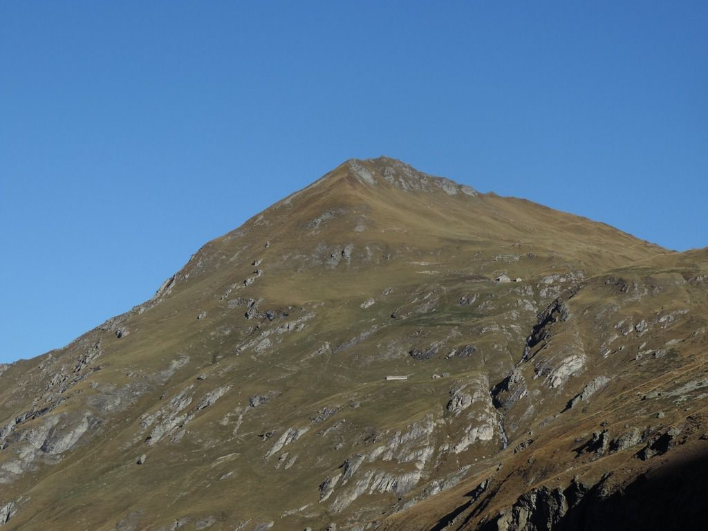 A notre gauche les contreforts du Mont Pourri dont on aperçoit le refuge.