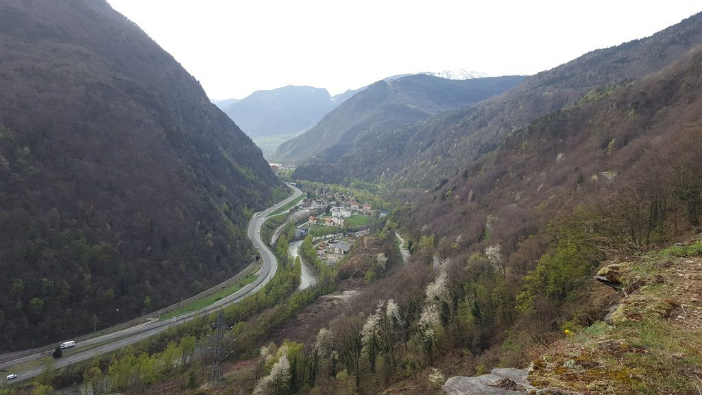 La Vallée en direction de Cevins