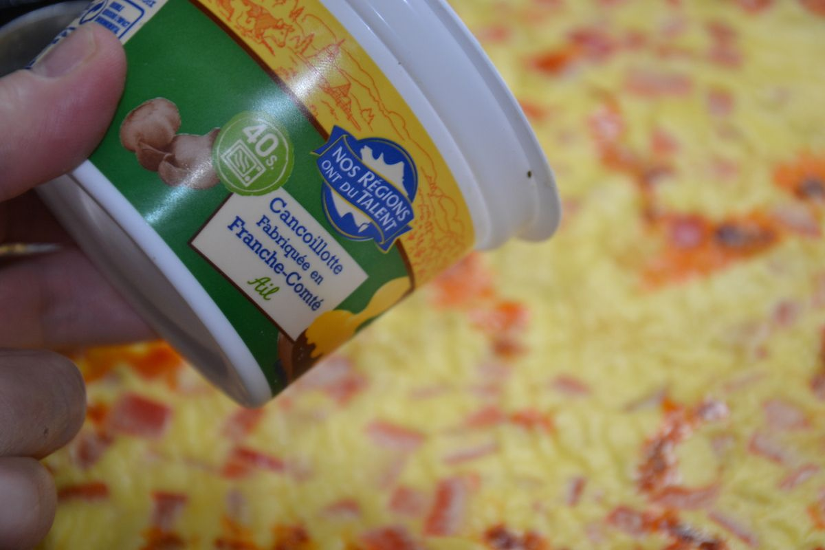 omelette roulée jambon, chorizo légumes & cancoillotte