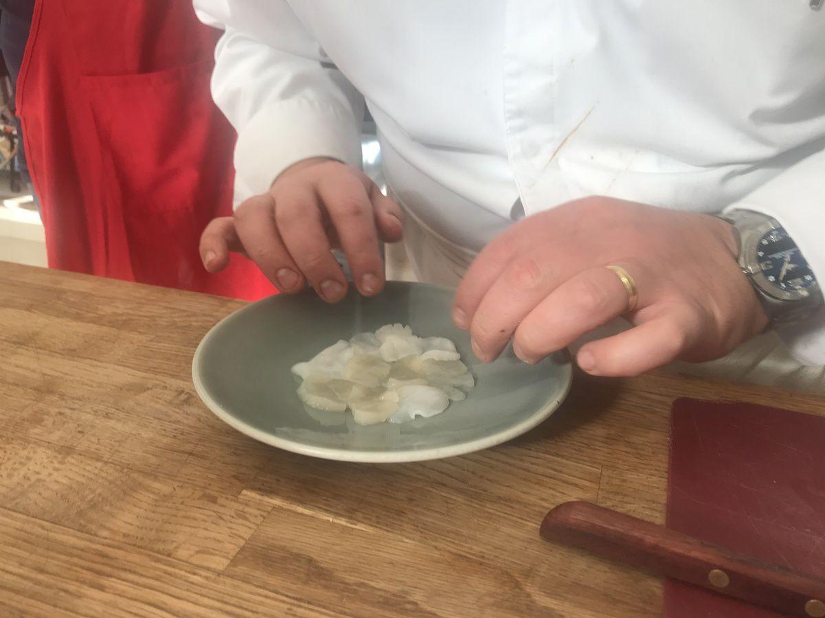 Carpaccio de St Jacques, condiment céleri et pomme verte