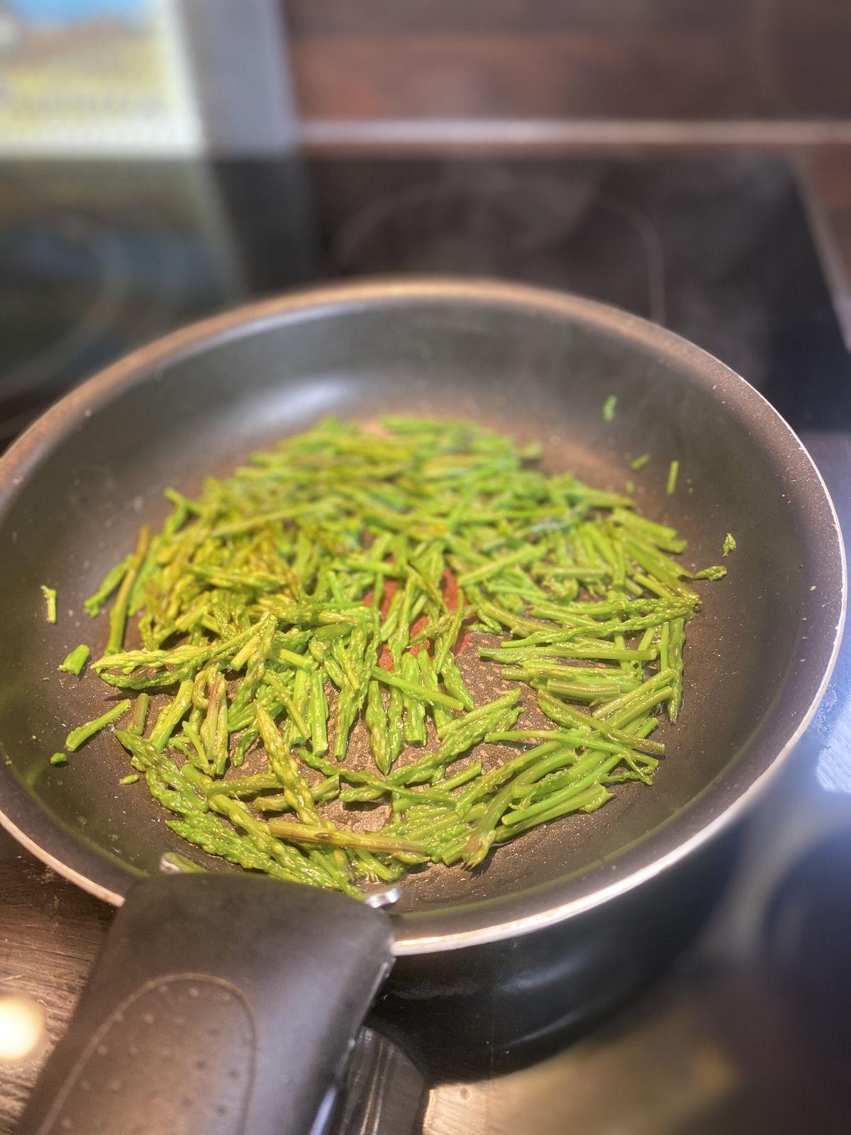 Omelette aux asperges sauvages ou aux respounchous 9💚2💙💜