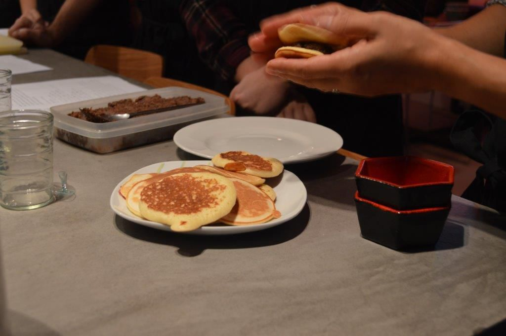 La confection des Dorayaki au Anko