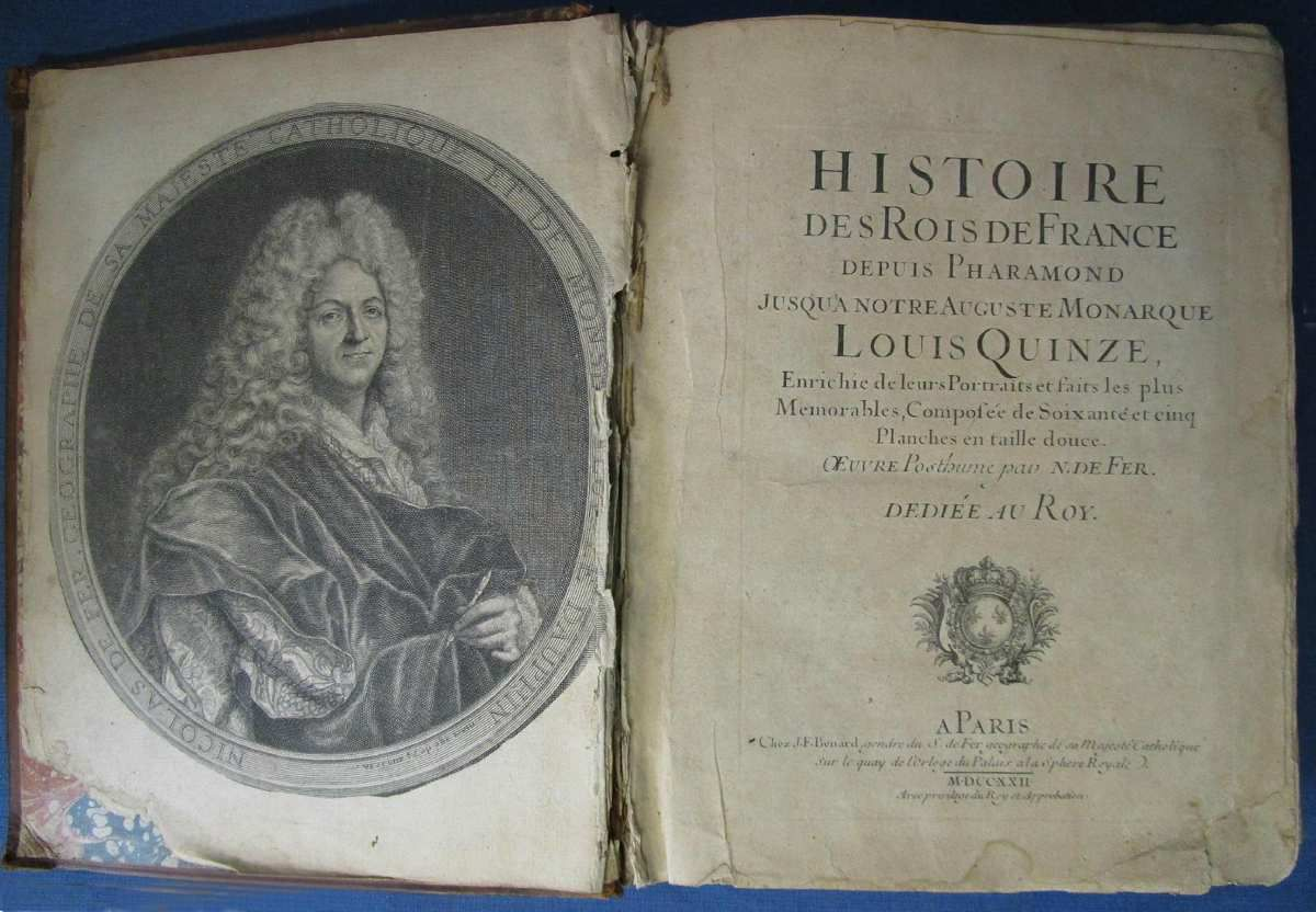 A gauche : Pierre Dupin d'après Hyacinthe Rigaud, portrait de Nicolas de Fer, géographe. Commerce d'art © dr