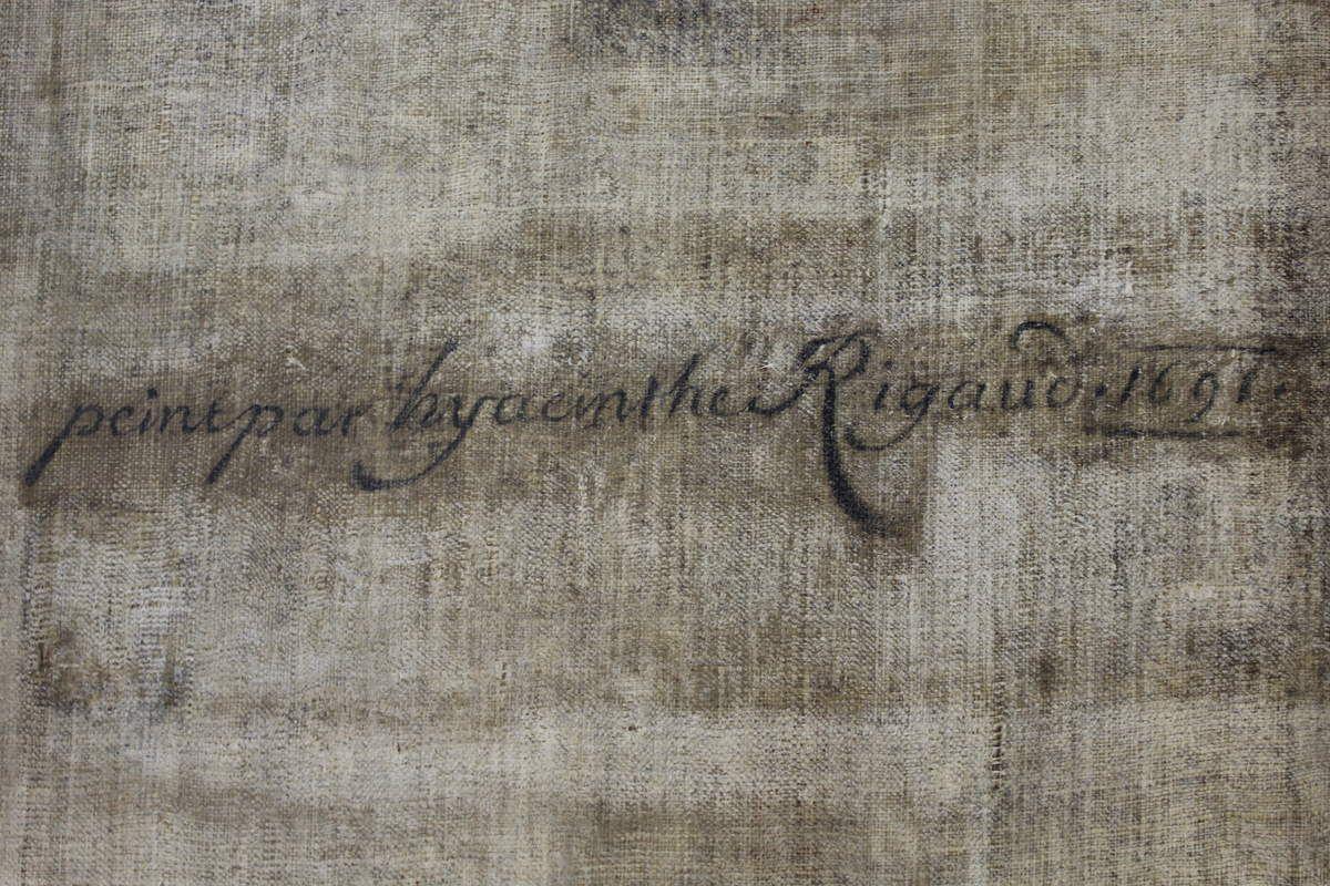 Découverte de la signature d'Hyacinthe Rigaud au dos du portrait de Charles Colbert de Croissy. France, collection privée © Patrick Buti