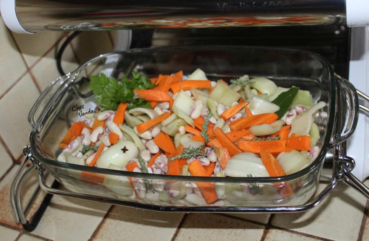 Mitonnée de haricots blancs aux cardes et aux carottes