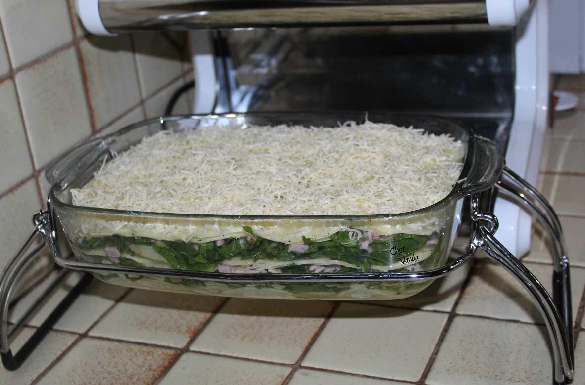 Gratin de pommes de terre , jambon et blettes (ou des épinards)