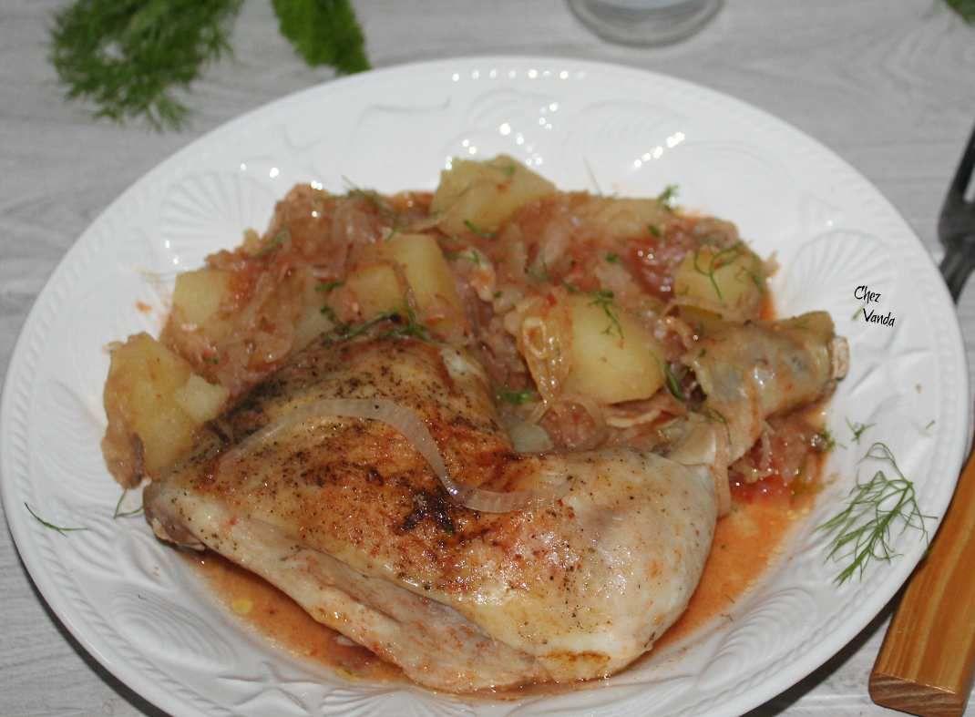 Cuisses de poulet et sa compotée de fenouil et pommes de terre à la sauce rouge