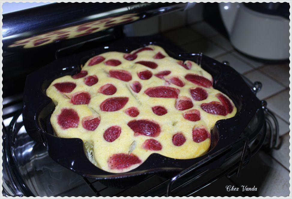 Moelleux rhubarbe fraises (sans farine)