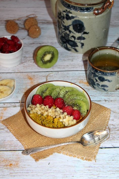 Porridge au curcuma et aux fruits
