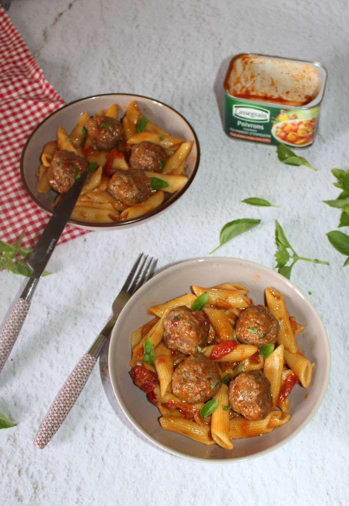 Boulettes de boeuf et ses pennes à la sauce poivrons