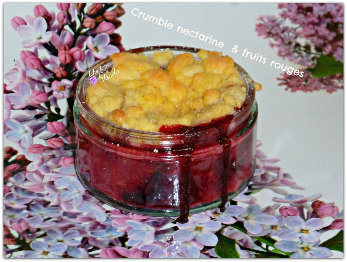 Crumble nectarine et fruits rouges
