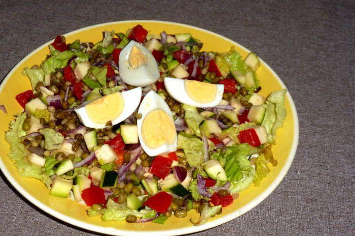 assiette-composée-haricots-mungo-recette-ww