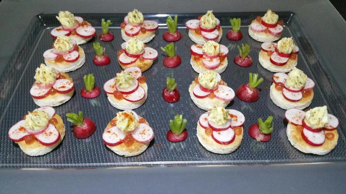 3 - Rajouter quelques sphères de caviar de Porto (ou à défaut des oeufs de lump, de truite, de saumon ....) et finir en saupoudrant de piment d'Espelette. Servir à l'apéritif
