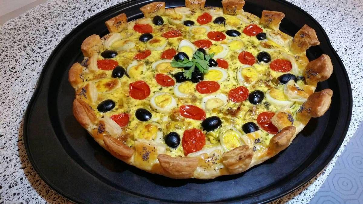 4 - Déguster dès la sortie du four votre tarte joliment couronnée accompagnée d'une salade de votre choix.