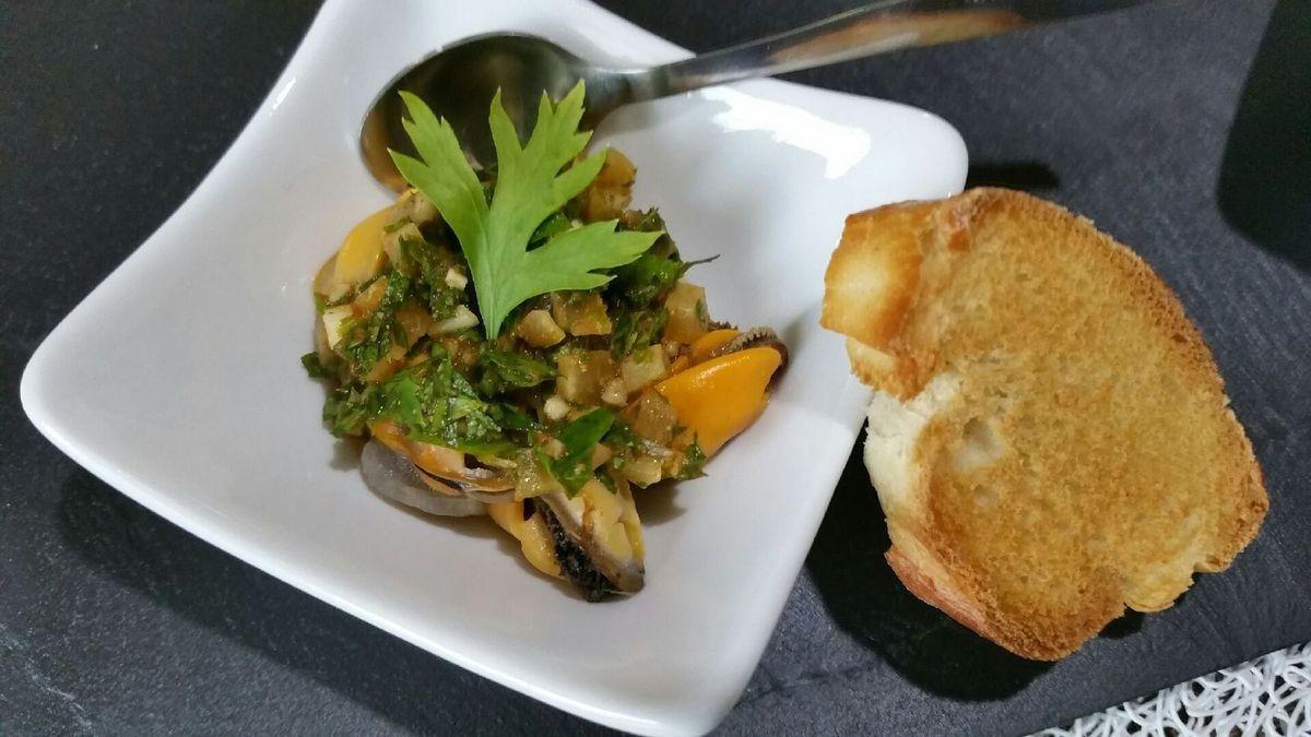 4 - Disposer les coupelles sur un plat de service avec des toasts de pain grillé et servir en apéritif.