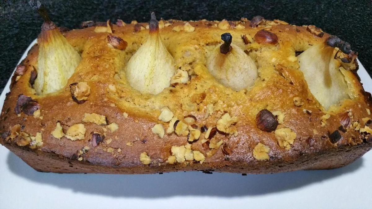 cake d'automne aux noisettes et aux poires