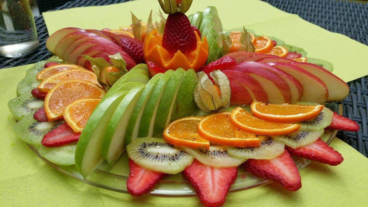 plateau de fruits au jardin