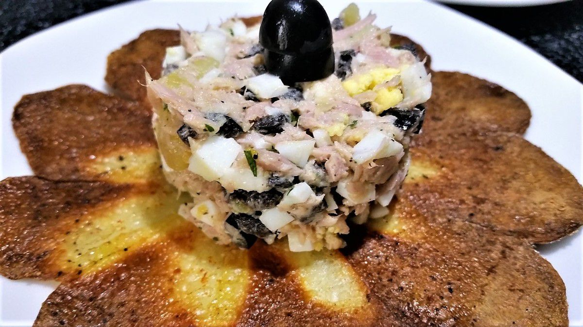 4 - Dégustez vos fleurs de pomme de terre avec une salade composée en entrée.