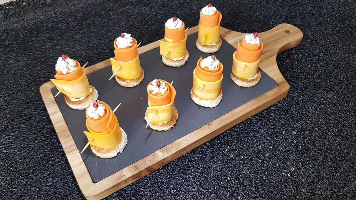 roulés de duo de carottes au fromage aux herbes et épices