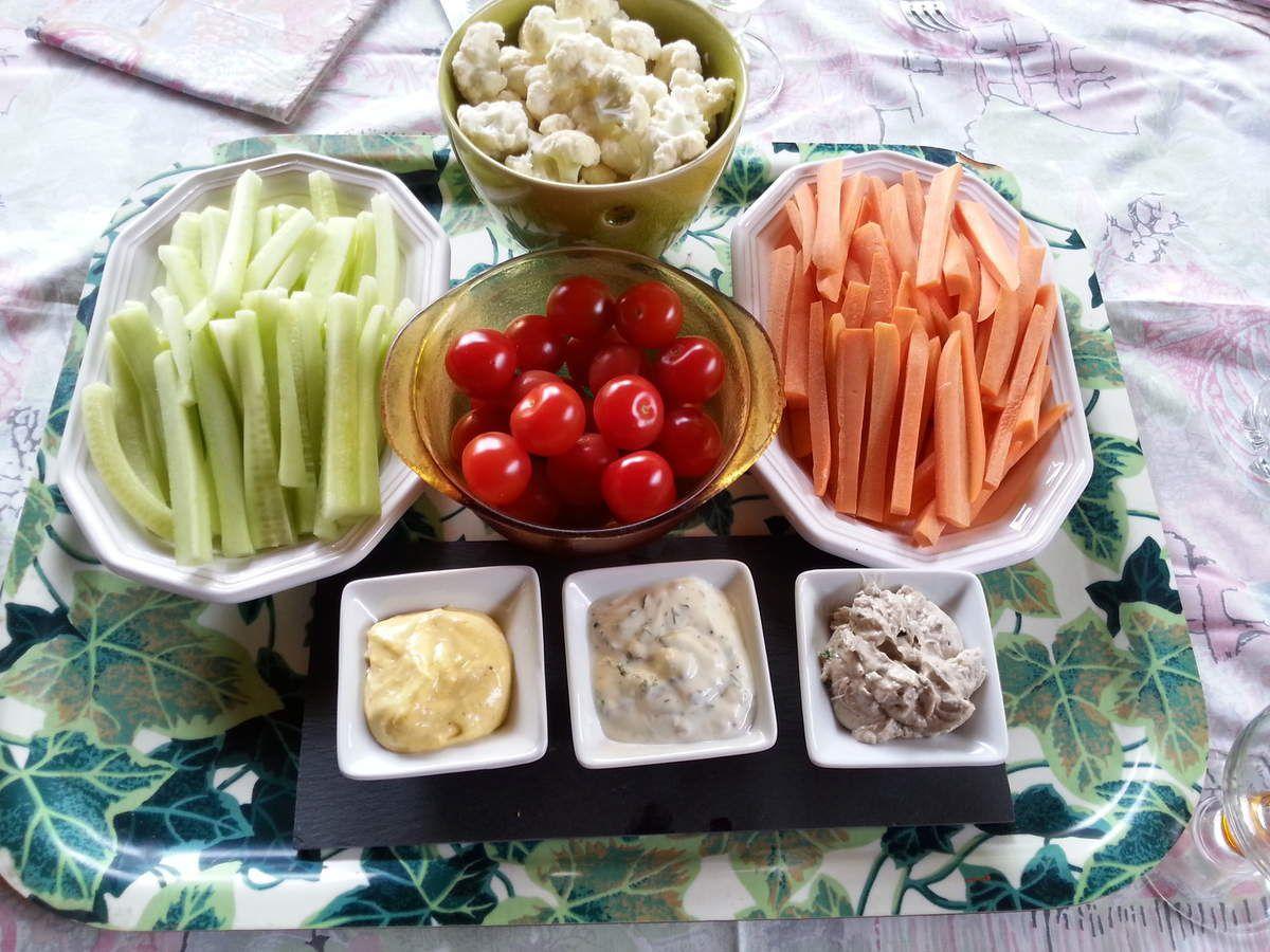 Dips de légumes et leurs trois sauces