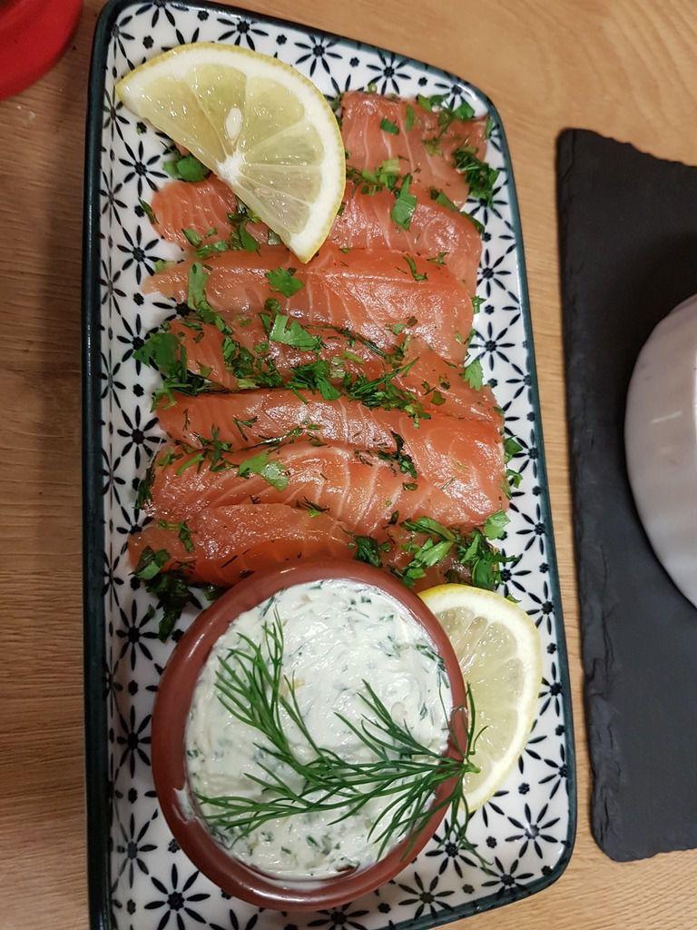 Saumon gravlax aux herbes fraiches