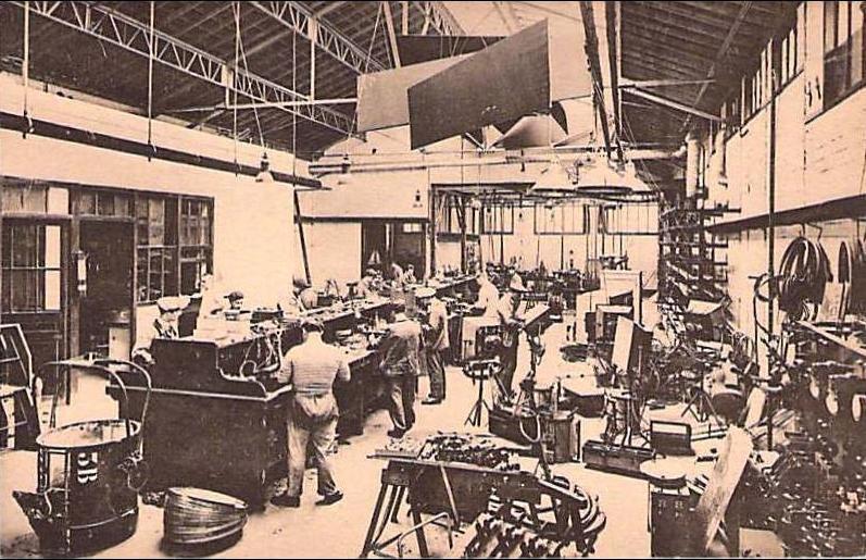 Atelier de mécanique de l'usine Pathé-Natan