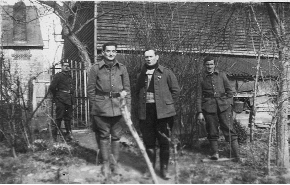 Théo, à droite, avec des copains de captivité au kommando 1786F.
