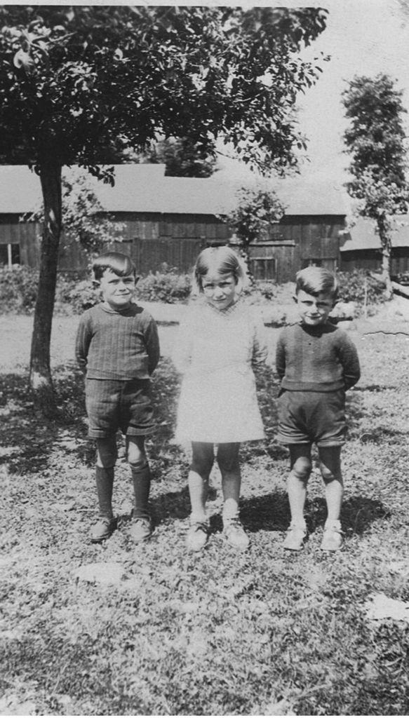 Elie (cousin), Madeleine, Bernard