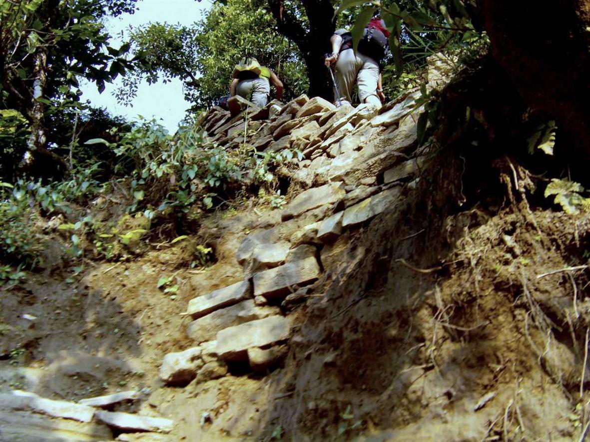 TREK DU MANASLU-NEPAL-2ème Etape -  ( Bhaluswa-Barpak)