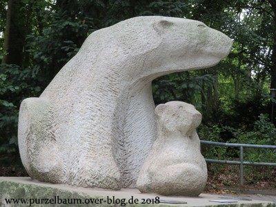 Vor dem Eingang Barnstorfer Ring des Rostocker Zoos